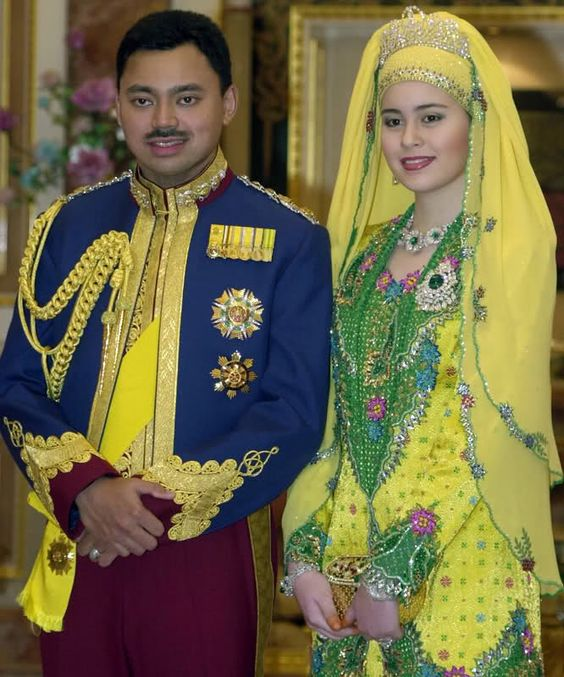 Crown Prince Al-Muhtadee Billah & his new bride Sarah Salleh are pictured at a royal banquet in honour of their marriage on September 10, 2004