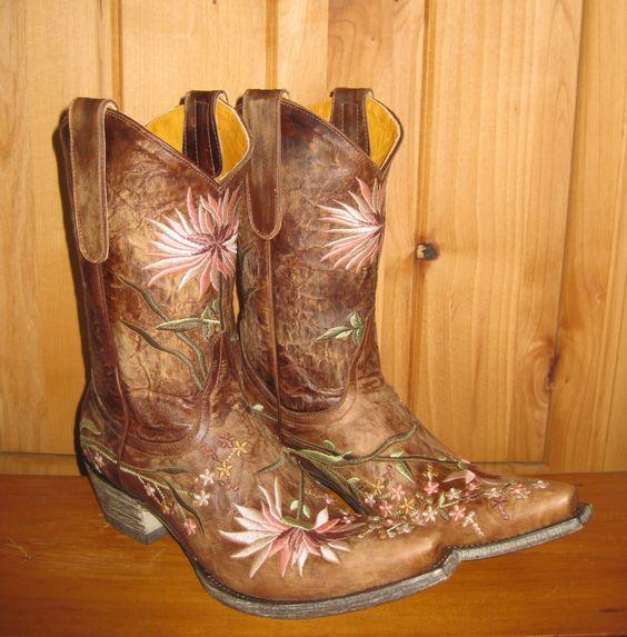 Rivertrail Mercantile - Old Gringo Ellie Boot, $430.00 (http://www.rivertrailmercantile.com/old-gringo-ellie-boot/):