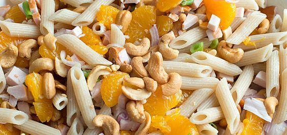 Pastasalade Gerookte Kip en Mandarijn - http://www.mytaste.nl/r/pastasalade-gerookte-kip-en-mandarijn-13503512.html