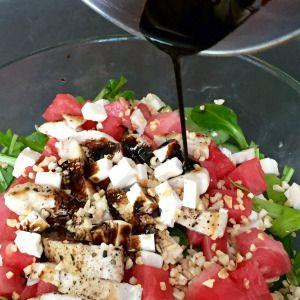 Hähnchen-Melonen-Salat mit Balsamico-Reduktion
