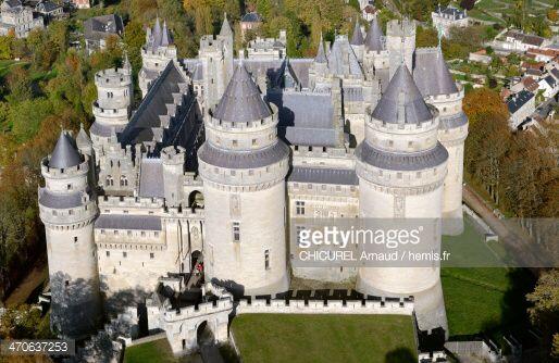 http://cache4.asset-cache.net/gc/470637253-france-oise-pierrefonds-the-castle-gettyimages.jpg?v=1&c=IWSAsset&k=2&d=txs7eiyuhkTjT2TZ0%2BonknbnznmbmEYRfqs47lyI0bhOG2k6ZdRylUpXcRcExMsxs%2FTy4O0bV1VFKYmsg2lS3Q%3D%3Dからの画像