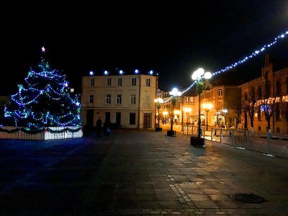 Новогодняя ёлка на площади в центре Зеленоградска. Фото: Evgenia Shveda