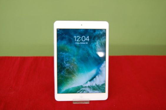 Nice!! Apple iPad Mini 2 32GB Silver WiFi ME280LL/A https://t.co/Dd9TR10jDl https://t.co/itBDZGAls4