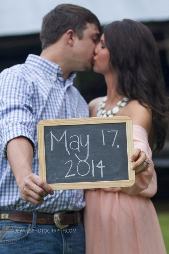 Engagement session, wedding date chalkboard | Jewels Photography