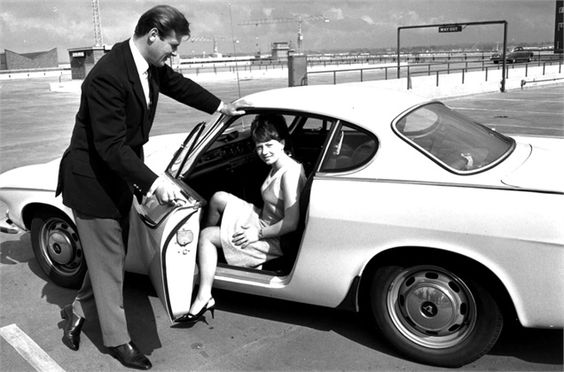 Roger Moore, Isabelle McMillan -   Regno Unito, 1965  ©Getty Images  VOLVO  ......!