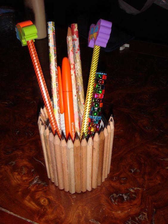 Un porte crayons en petits crayons de chez ikea free p for Porte parapluie chez ikea