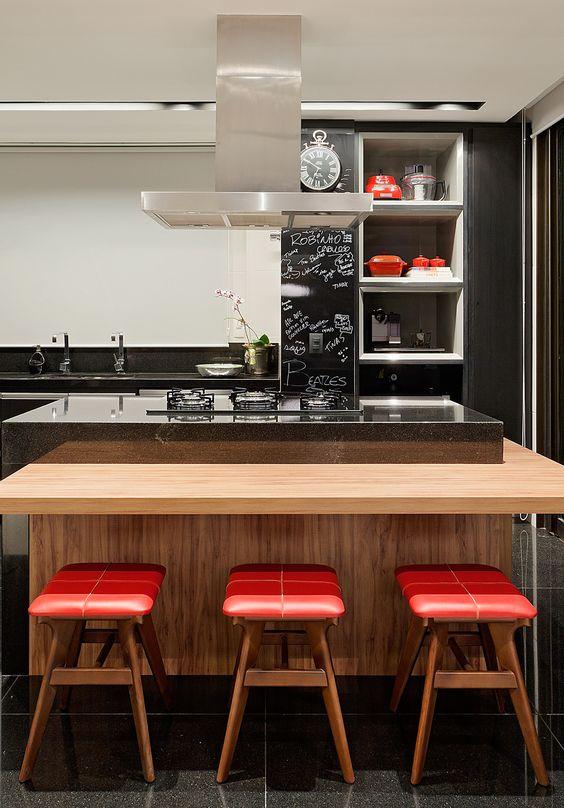 Decoração de: Cozinha - banqueta vermelha; Casa de Valentina: