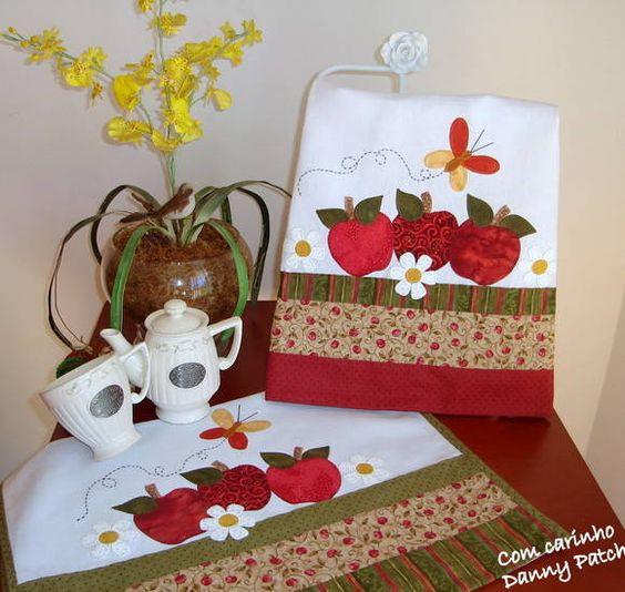 Pano de copa com aplicações em tecidos nacionais e importados. As barras são feitas com tecidos importados e nacionais. Detalhes da borboleta  com linha Anchor. R$ 36,75