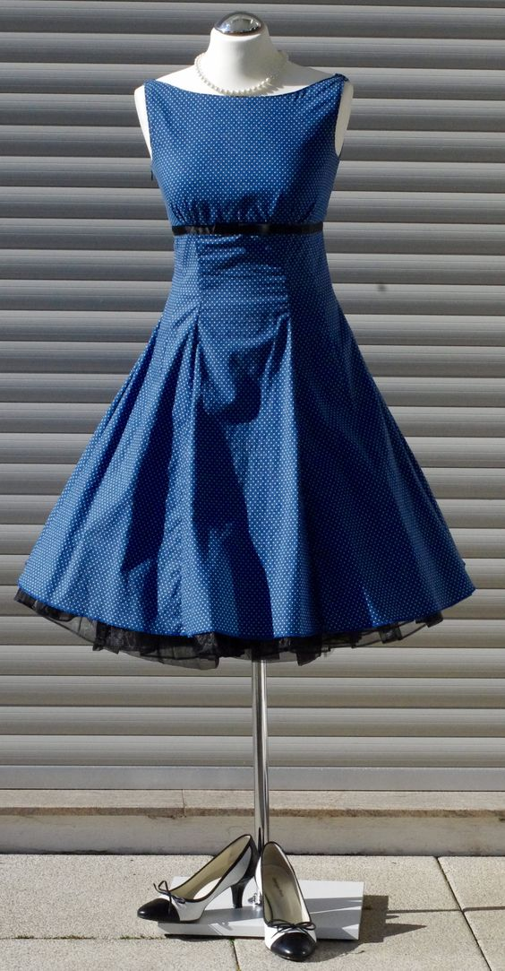 mein lieblingsst ck ein kleid der 50er jahre schnittmuster von buttereck retro kleidung. Black Bedroom Furniture Sets. Home Design Ideas