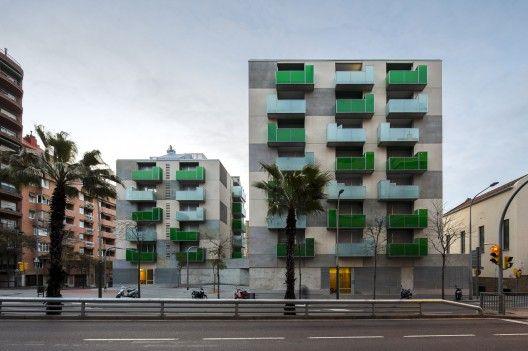 """""""Santa Madrona"""" 62 Viviendas Sociales / Pich-Aguilera Architects (Barcelona, España) #architecture"""