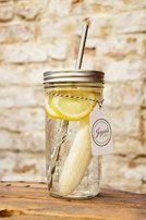Bild: Ball Mason Jars kaufen Glasbehälter Shaker mit Mixer Ball Mixerball Sport Shake Smoothie Glas Smoothie Drink to go Cup Vintage Edelstahl Strohhalm Detox Wasser mit Obst gesund ökologisch nachhaltig Jayoni's Jars