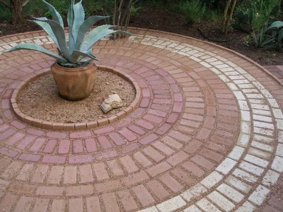 This is a very intricate pattern, with three different colors all in the same size. It forms a very standard circular pattern, but one that looks great wrapped around the plants right here.