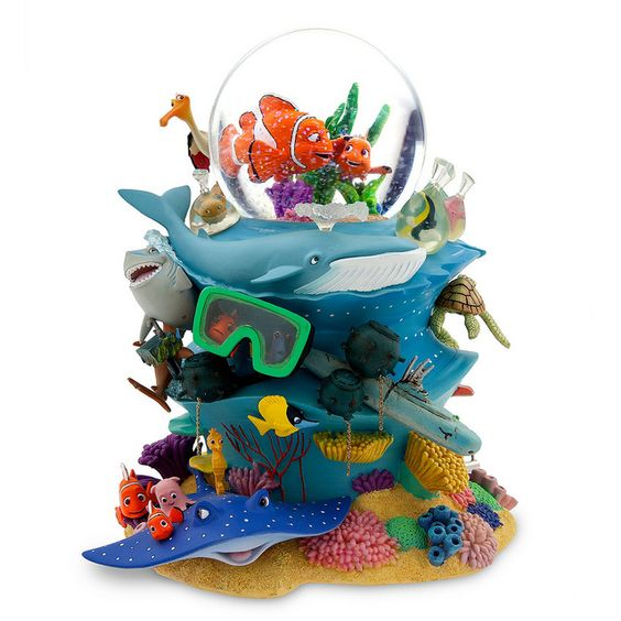 Finding Nemo snowglobe (would make an amazing cake)