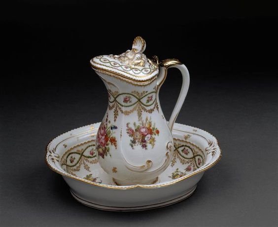 An ewer and basin manufactured for the comte d'Artois, circa 1780 - 1785: