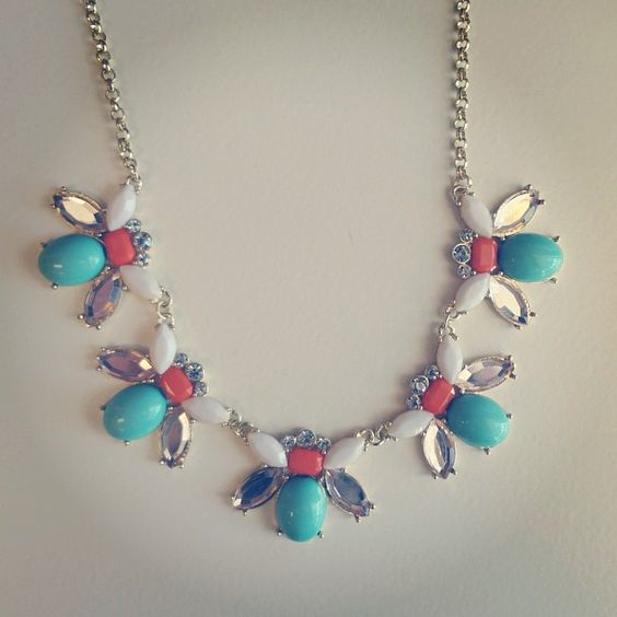 We're in love with this fashion necklace!