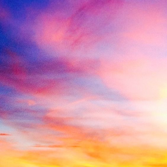 Photo by Olivia Chapé.. I loved this one so much I've used it on a couple of profile pics! #Minimal #Colorful #Sky