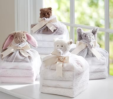 A perfect welcome gift, this stylish swaddle set has everything babies need to feel cozy and secure.