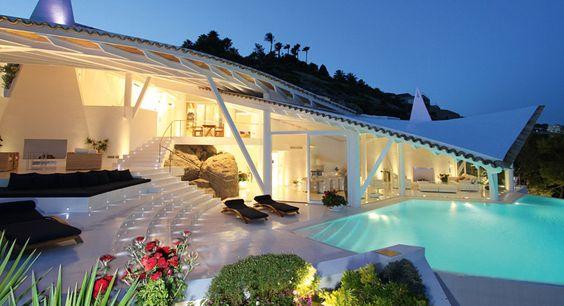 """Das Haus des Star-Architekten Alberto Rubio - Birdhouse """"Residencia RockStar"""" an der Küste Mallorcas ist ein spektakulärer Bau, den vorbeifahrende Touristen nicht so schnell vergessen."""