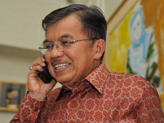 """Covesia.com - Wakil Presiden Jusuf Kalla mengungkapkan ia sering mendapatkan sejumlah tawaran aneh yang masuk ke layanan pesan singkat (SMS) ponselnya.""""Saya..."""
