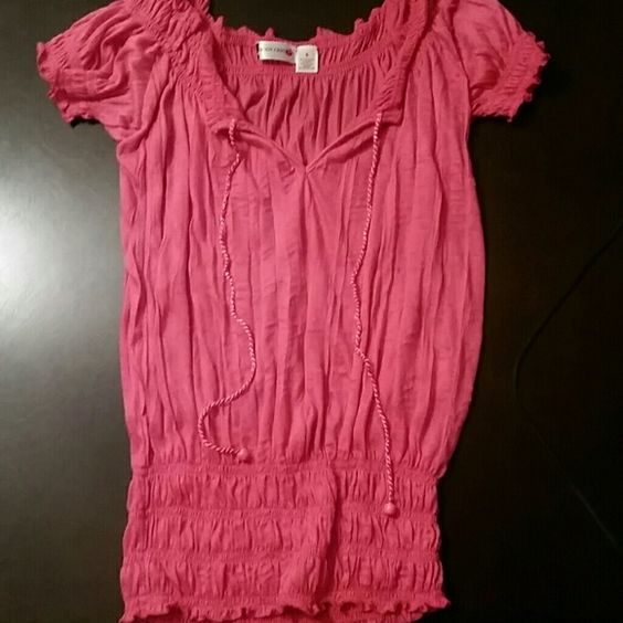 Body central top Pink peasant top Body Central Tops Tees - Short Sleeve
