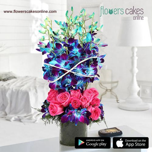 Your Perfect Romance Will Start With This Mesmerising Bouquet Arrangement A Captivating Mix Of Pink Rose And Send Flowers Online Flower Delivery Flower Store