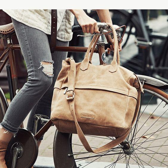 Shop deze stoere Shabbies hand- en schoudertas bruin op de officiële shabbies amsterdam webshop. Gratis verzenden en snelle levering.