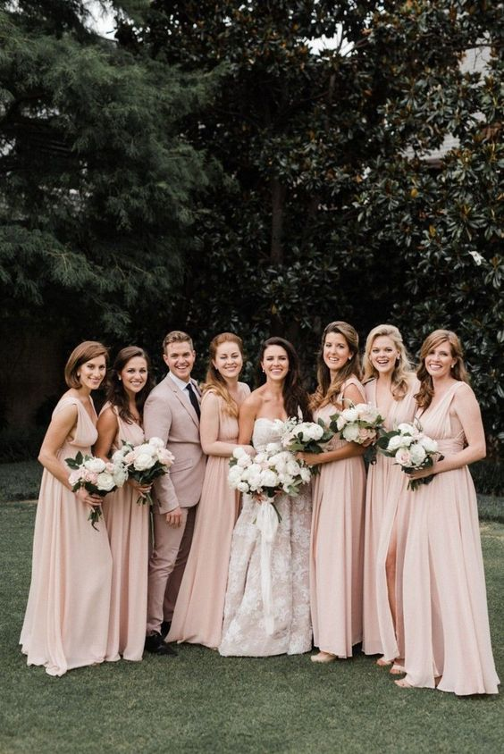 We're obsessed with this 2020 wedding trend! Have you ever considered having a gender mixed wedding party? How gorgeous do these guys and girls look in their bridesmaids dresses and wedding suits!