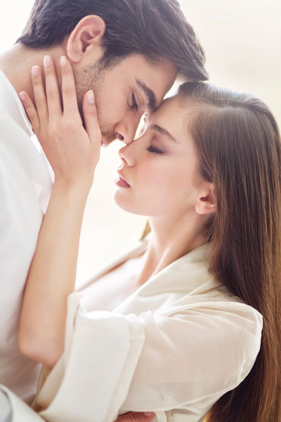 8 Tips To Help You Develop Positive Relationships Romantic Couples Photography Romantic Couples Couples