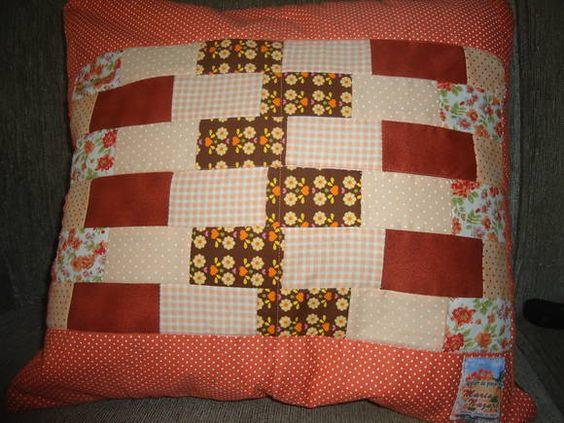 Capa para almofada em patchwork com zíper, tamanho 40x40cm R$ 80,00