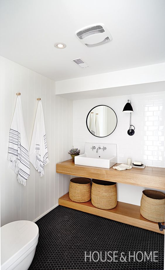This bathroom has a spa-like quality thanks to its simple color palette and modern fixtures. | Photographer: Angus Fergusson | Designer: Suzanne Dimma: