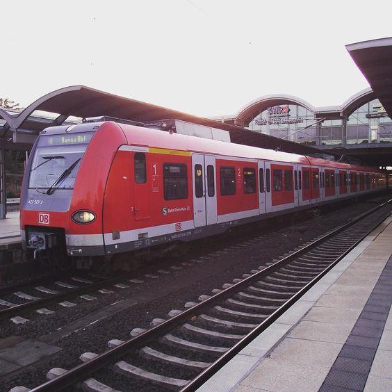 BR423 als S-Bahn Rhein-Main in Mainz Hbf. (20-7-2010) #sbahn #sbahnrheinmain #mainzhbf #mainz #eisenbahn #eisenbahnbilder #eisenbahnfotografie #zügen #br423 #trainspotter #trainstagram #trainspotting #db #train_barons #trains #trains_worldwide #trains_of_germany by modellbahnbcn