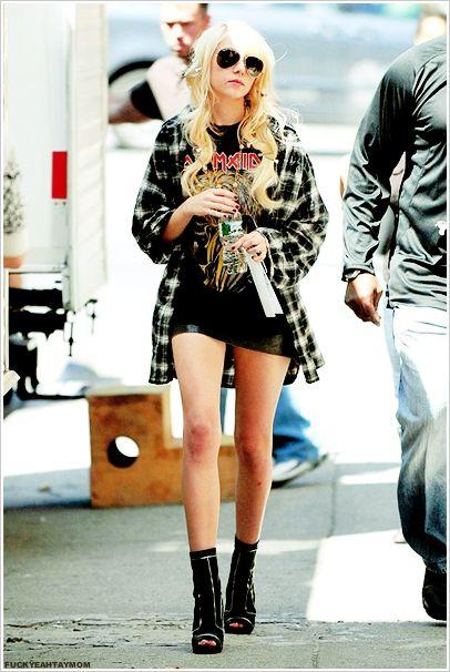 Taylor Momsen is making grunge look pretty good x ...
