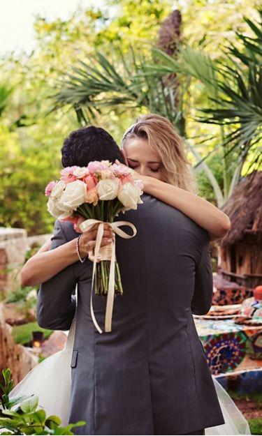 Los novios juran amor eterno ante los ojos de Dios y sus seres queridos en Xcaret, Playa del Carmen| Foto por: Quetzal Photos.