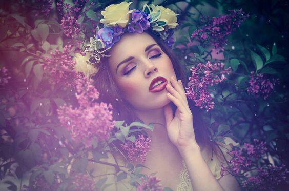 DARYA  ***FLOWER POWER*** Heute wird es buuuunt heart emoticon Ich hoffe es gefällt euch!  photo: Lightmind headpiece: Manousche model, hair, make up, styling, retouch: DARYA
