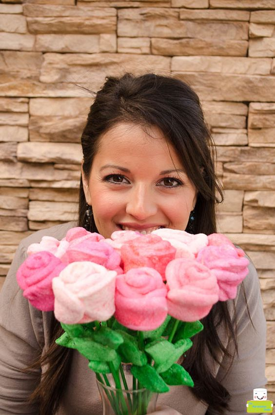 MARSHMALLOW ROSE BOUQUET or make these mallows to  places on a cake: