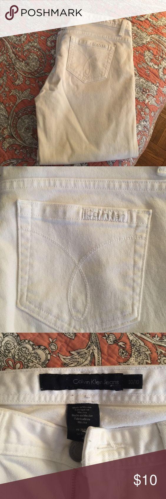 Calvin Klein White Jean Capris Calvin Klein White Jean Capris, great condition, size 30/10 Calvin Klein Pants Capris