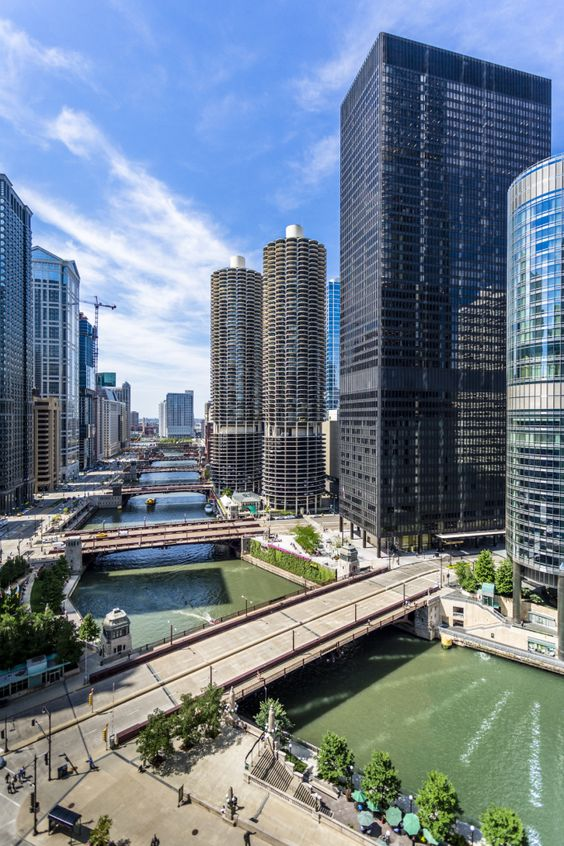 Marina Towers On The Chicago River -- Chicago -- © 2013 Mabry Campbell   ..rh: