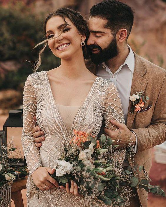 """Papel Raro por Bruna Lubambo no Instagram: """"• BOHO • . . Um elopement wedding no estilo desert wedding, que traduz um casamento à dois com pé na areia e elementos boho, a presença do…"""""""