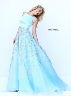 Foto 10 de 29 Romántico y coqueto modelo en azul claro con pequeñas flores bordadas | HISPABODAS