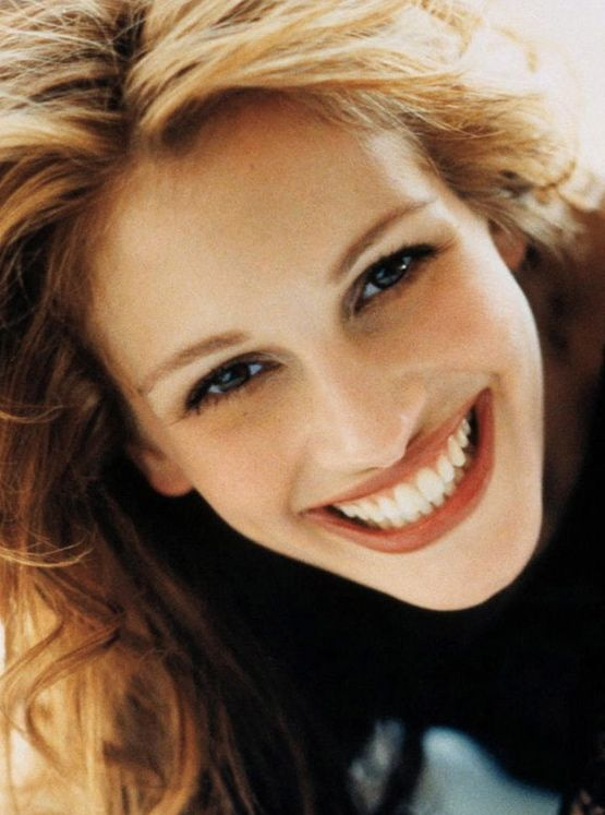 I would kill for a smile like Julia Roberts. :D: