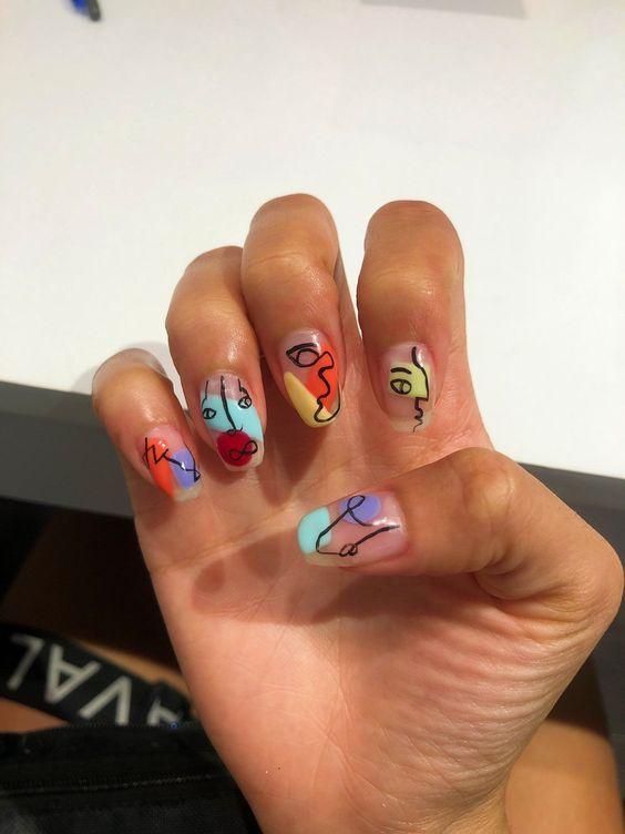 Descubre cuales son los diseños en uñas que estarán en tendencia este verano 2020 y así podrás decidir cuales te harás este año.