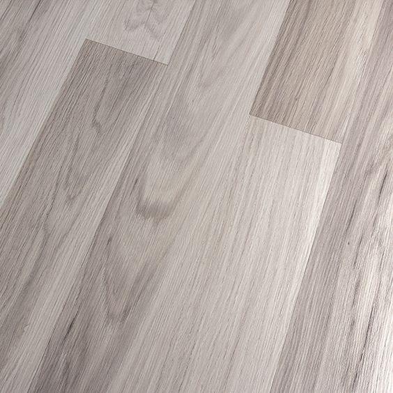 Kronoswiss noblesse elegance light oak d2539wg 8mm for Light grey laminate wood flooring
