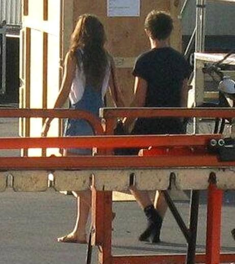 Louis Tomlinson and Eleanor Calder... she's svn wearing overalls, I.LOVE.