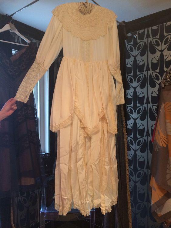 Me Gubbins '82 vintage silk antique lace. Still happily married but ready to let go of my dress.  #100happydays #silk #vintage #wedding #Brighton http://t.co/GIYtvWK4Kk