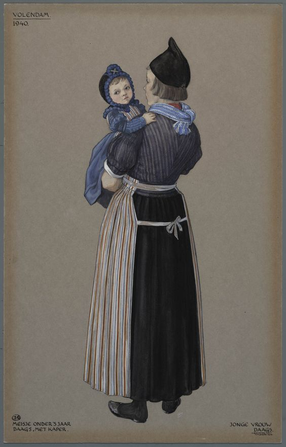Volendam, 1940. Meisje onder 3 jaar, daags, met kaper. Jonge vrouw, daags  In Volendam droegen de meisjes tot hun derde jaar een jurkje met pofmouwtjes en daarover het 'lijfbontje' (soort schortje).  De vrouw draagt op haar hoofd alleen de zwarte ondermuts