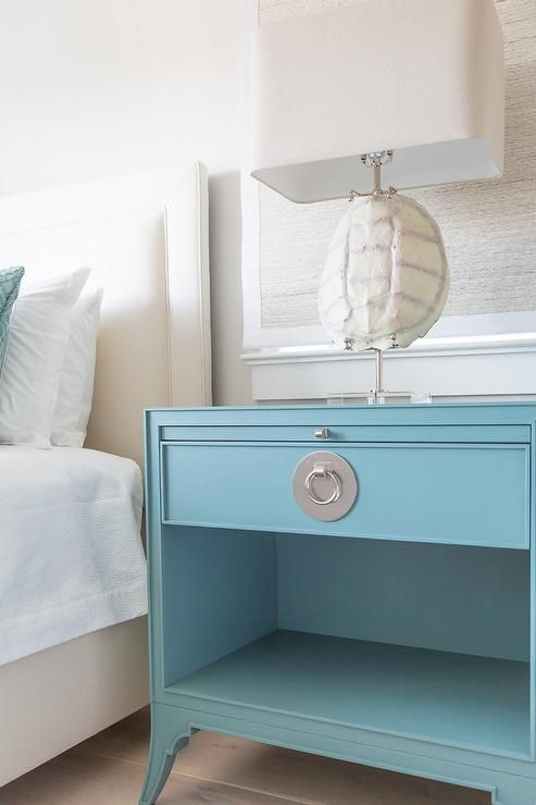 Cottage Bedroom With A Cream Bed Features A Turquoise Blue Chinoiserie Nightstand Beside It Displaying A Tortoise Shell Lamp Blue Nightstands Bedroom Night Stands Green White Bedroom