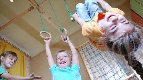 Un'ora a settimana i bambini imparano ad ascoltare gli altri e maturare spirito di gruppo. Il tutto mentre mangiano una torta fatta con le loro mani