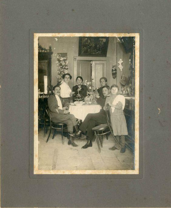 LA BELLA FAMIGLIA A TAVOLA (F 138) Vecchia foto d epoca/old photo del primo 900