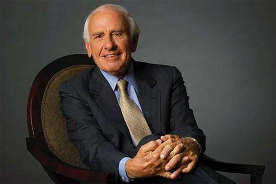 Fue uno de los conferencistas más importantes y logró pasar de la quiebra a ser millonario. Conoce las 81 frases de Jim Rohn para ser mejor y ganar más.