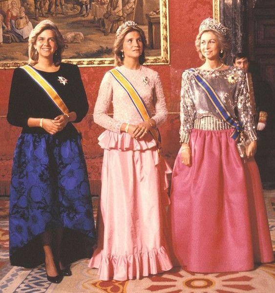 """DNARoyals on Instagram: """"La Regina Sofia di Spagna e le figlie, l'Infanta Elena e l'Infanta Cristina negli anni '80 👑 🇪🇸 Queen Sofia of Spain with her daughters…"""""""